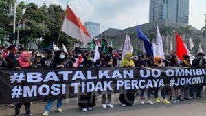 Buruh dan BEM SI Demo Tolak UU Cipta kerja Padati Istana