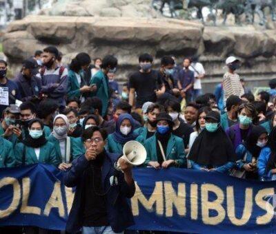 Buruh dan BEM SI Demo Tolak UU Cipta kerja